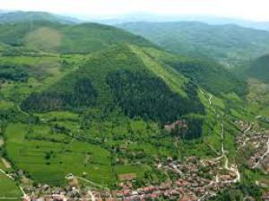 bosna-slunce-pyramida.jpg